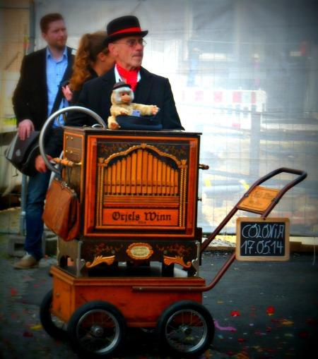 Organ grinder, Altstadt, Cologne
